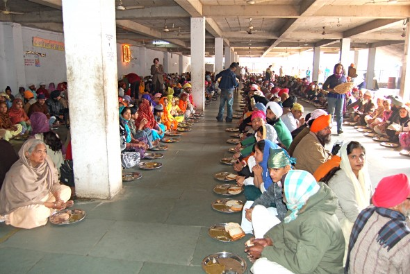 Waiting for lunch, Bangla Sahib Gurudwara temple, Delhi