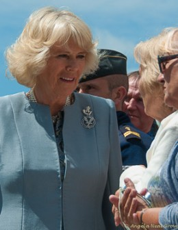 Photo of Camilla, Duchess of Cornwall greeting a woman in the crowd | Photo: Angela Neal Grove