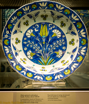 Ceramic Iznik bowl. British Museum, London. A.N.Grove