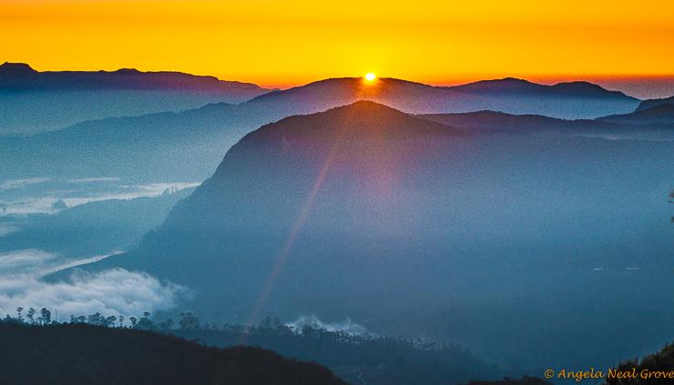 Climbing Adams Peak in Sri Lanka: Sunrise from the top of the mountain